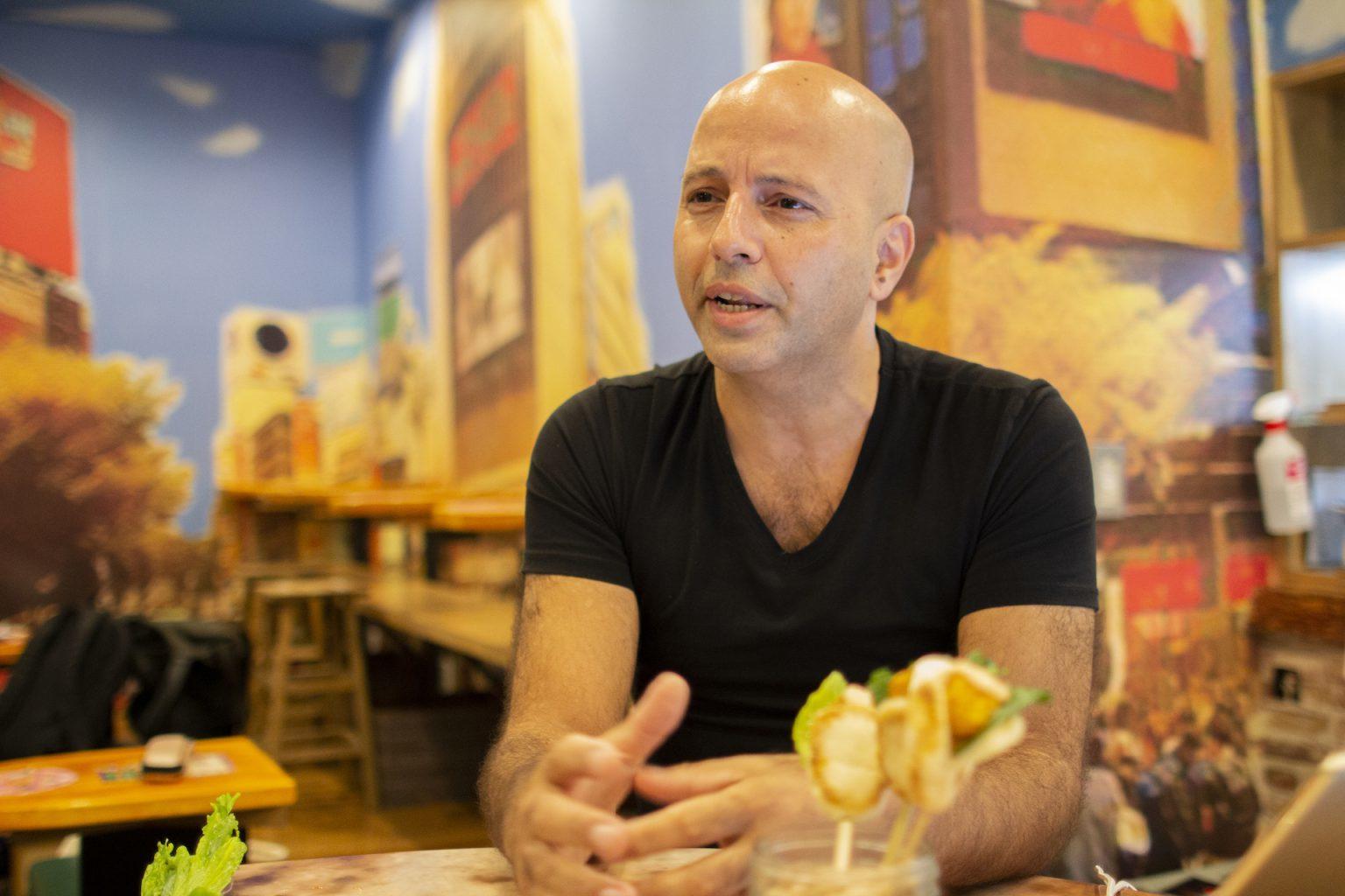 Amnon Agassyインタビュー画像